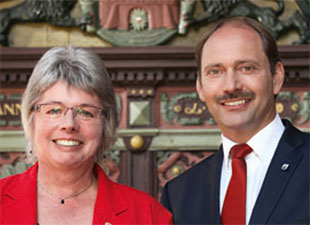 Karin Wiemer-Hinz, Stadtpräsidentin Stadt Rendsburg und Pierre Gilgenast, Bürgermeister Stadt Rendsburg